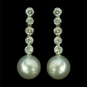 39 Pearl dia drop earrings